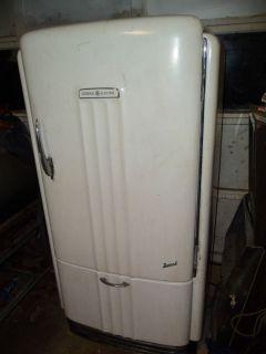 Vintage Antique 1950 s GE Royal Refrigerator in Kresgeville PA
