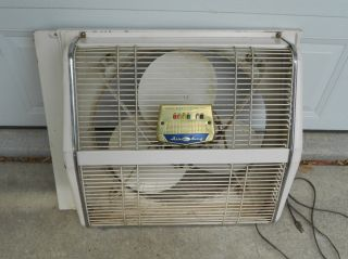 VINTAGE 1963 BERNS AIR KING REVERS AIR 20 INCH 3 SPEED WINDOW BOX FAN