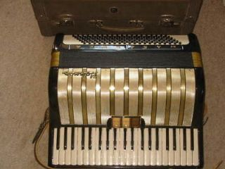 PROFESSIONAL QUALITY 72 BUTTON BRAVO III HOHNER BLUE ACCORDION w/ CASE