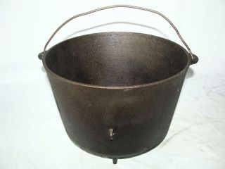 ANTIQUE WAGNER SIDNEY CAST IRON FOOTED 2 GAL KETTLE BEAN COWBOY CAMP