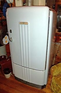 Vintage 1940s General Electric GE Refrigerator PB8 39 A