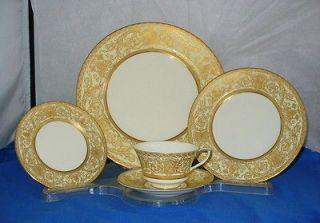 ROYAL WORCESTER EMBASSY 5 PIECE PLACE SETTINGS CREAM RIM WITH GOLD
