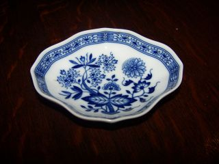 antique blue willow dishes