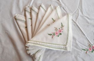 LOVELY CHINESE EMBROIDERED TABLECLOTH WITH 7 NAPKINS D80
