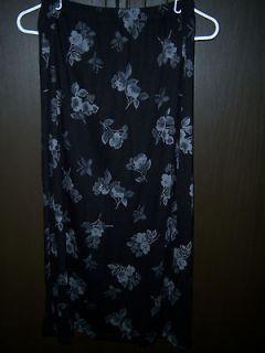 Womens Sag Harbor Petite M Medium Black Skirt with White/Grey Flowers