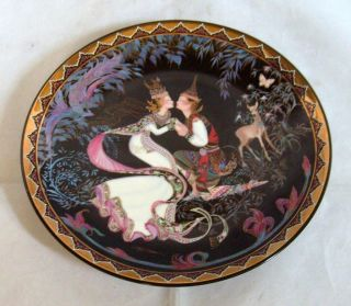 Royal Porcelain Kingdom of Thailand Porcelain 8 1/2 Decorative Plate