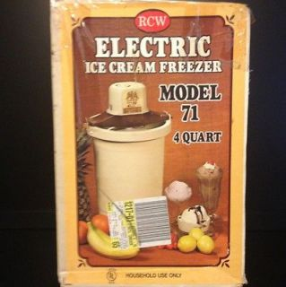 Richmond Cedar Works Electric Ice Cream Maker. Model 71. 4 quart