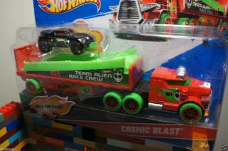 Hot Wheels COSMIC BLAST Transport Truck Hauler Team Alien Race Crew