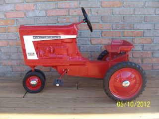 RARE Early Edition 806 Farmall Pedal Tractor with Star Rims